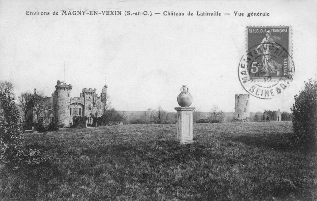 Château   avec potiche, vers 1900