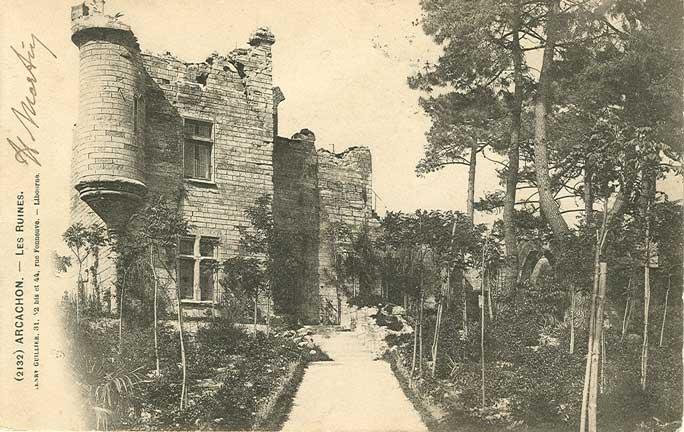 """Villa """"les ruines"""" à Arcachon, en 1900,  modèle pour le château de Lattainville"""